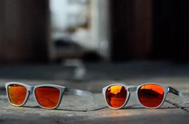 cb3d84f8ce Por otro lado, si hablamos de gafas de sol, el colorido se apodera de  nuestro catálogo. Si bien hemos dicho que la marca destaca por sus diseños  llamativos ...